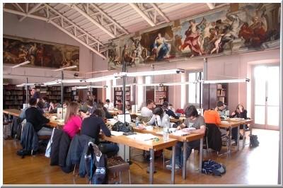Biblioteca sala del legnanino immagine